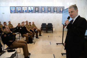 11-07 Presidente da ALMG recebe militares em formação