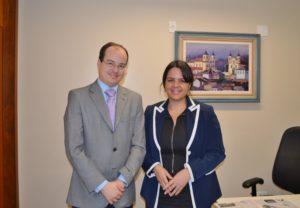 Deputado Thiago Cota e Gabrielle Faria, coordenadora do grupo Gestar e do Movimento Hora do Mamaço